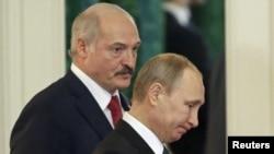 Президент Білорусі Олександр Лукащенко і президент Росії Володимир Путін (на передньому плані), Москва, Кремль (архівне фото)