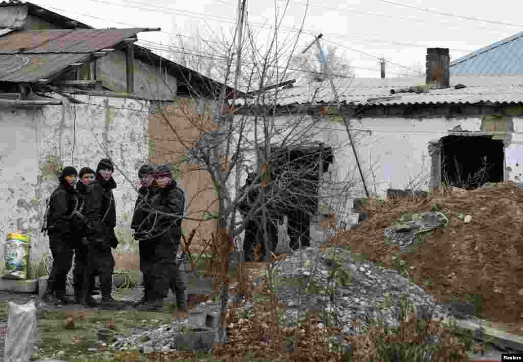 Боралдайдағы арнайы жасақ сарбаздары қарулы топпен қақтығыстан кейін. Алматы облысы, 4 желтоқсан 2011 жыл.