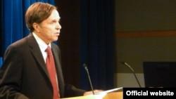 ԱՄՆ -- Պետքարտուղարի տեղակալ Մայքլ Փոզները ներկայացնում է մարդու իրավունքների 2011 թվականի զեկույցը, Վաշինգտոն, 24-ը մայիսի, 2012թ