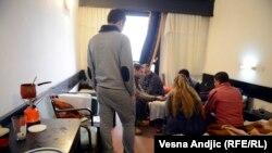 Azilanti u hotelu u Obrenovcu