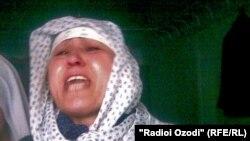 Қаза тапқан тәжік сарбазы Әлішер Умаровтың жаназасын шығару кезінде. Душанбе, 20 қыркүйек 2010 жыл
