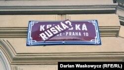"""Дар Прага кӯчаҳои Қримро алакай ба Русия """"додаанд"""""""