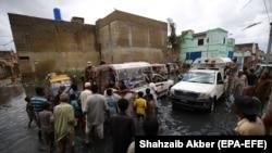 Podjela hrane u poplavljenom području Karachija