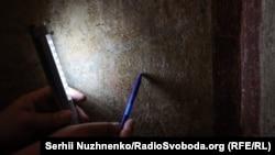 Це «Малюнок качки» над ним надпис «псах Петро», тобто писав Петро, і вказаний рік написання «1076». Як зазначає науковець, в цьому написі ми бачимо притаманні українській мові «О».