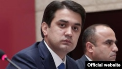 Рустам Эмомали