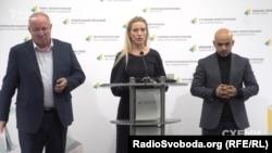 Віктор Чумак (ліворуч), Світлана Заліщук та Мустафа Найєм (праворуч)