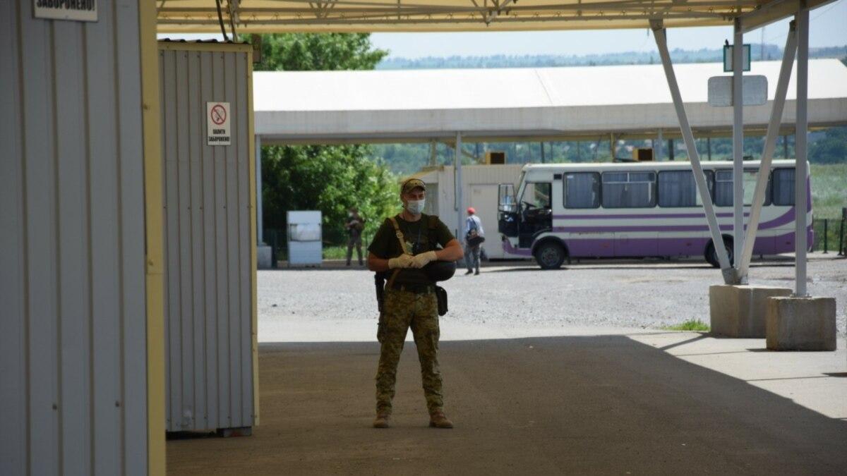 «ДНР» на день зволило открыть КПВВ: что там происходит