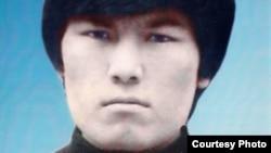 1986 жылы желтоқсанда Алматыда коммунистік билік шешіміне наразылық танытып алаңға шыққан қазақ жастарының бірі Қайрат Рысқұлбеков.