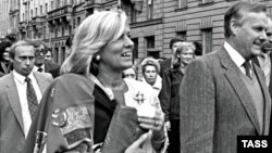 Мэр Санкт-Петербурга Анатолий Собчак (справа) и Владимир Путин (слева). 29 сентября 1992 года.