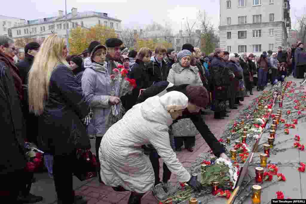 В Москве 26 октября прошла траурная церемония памяти жертв антитеррористической операции в Театральном центре на Дубровке.
