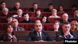 Armenia - Opposition leader Raffi Hovannisian (C) presides over a congress of his Zharangutyun (Heritage) party in Yerevan, 2Mar2012.