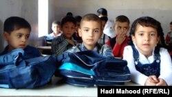 تلاميذ في صف بمدرسة بالسماوة