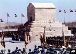 Фото 1971 року: за попередньої влади шаха Ірану пам'ять Кіра Великого вшановували на державному рівні