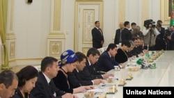 Türkmenistanyň prezidenti we hökümetiň agzalary BMG-niň baş sekretary bilen duşuşykda, 2-nji iýun, 2010-njy ýyl.
