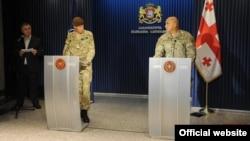 Учебный центр НАТО в Грузии откроется на военной базе Вазиани близ Тбилиси до сентября, то есть уже этим летом. Таков главный итог переговоров Вахтанга Капанадзе с заместителем командующего объединенными силами НАТО в Европе генералом Эдрианом Брэдшоу