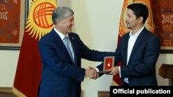 Капитан команды КВН «Азия MIX» Эльдияр Кененсаров получил звание заслуженного деятеля культуры КР.