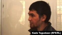 Айыпталушы Саян Хайыров сотта отыр. Алматы, 1 қараша 2013 жыл.