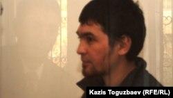 Подсудимый Саян Хайров, обвиняемый в причастности к терроризму. Алматы, 1 ноября 2013 года.