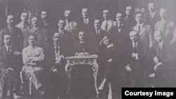 Un grup de lectori la cursurile de limbă română pentru învățători (vara 1918) (Foto: Ion Țurcanu, Mihai Papuc, Basarabia în actul Marii Uniri de la 1918)