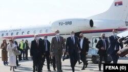 На сараевскиот аеродром Бутмир, Претседателот на Србија беше пречекан од Претседателот на Претседателството на БиХ, Милорад Додик, и бошњачкиот член на Претседателството Шефик Џаферовиќ