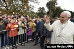 Папа римский Франциск во время визита в столицу Латвии Ригу. 24 сентября 2018 года