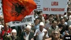 Демонстрация протеста против переговоров с сербами в Приштине