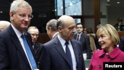 Swedish, French, and Croatian Foreign Ministers Carl Bildt, Alain Juppe, and Vesna Pusic (left to right) at the European Union foreign ministers meeting in Brussels on January 23
