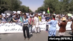 Afghanistan -- The Movement of Roshnayee's Protest جنبش روشنایی about TUTAP in Kabul, 23 July 2016