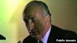 حسن نزيه روز جمعه ۲۴ شهريور در سن ۹۱ سالگی در پاريس درگذشت.