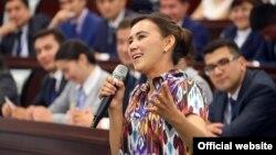 На фото: Девушка-фермер из Сырдарьинской области, выступающая на встрече президента Шавката Мирзияева с представителями Союза молодежи Узбекистана. Иллюстративное фото.