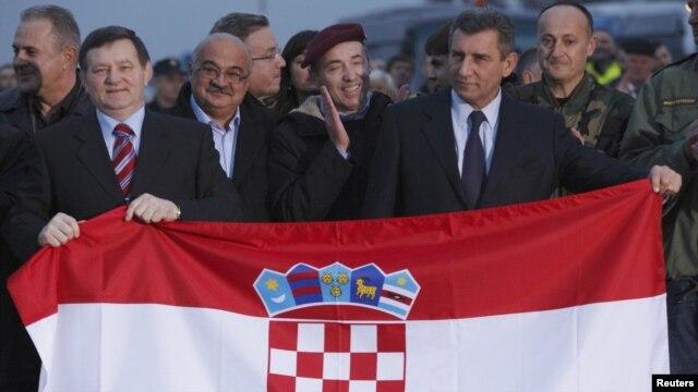 Mladen Markac (al doilea din stînga) și Ante Gotovina (al doilea din dreapta) pe aeroportul din din Zagreb, 16 noiembrie 2012.