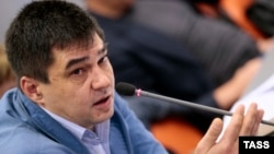 Оппозицияшыл 5 Желтоқсан партиясы жетекшілерінің бірі Сергей Давидис.