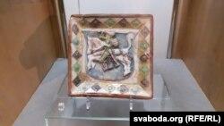 Кафля з Пагоняй на выставе ў Горадні