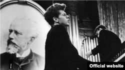 At age 23, Van Cliburn was the surprise winner of the first International Tchaikovsky Competition in Moscow in 1958
