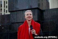 Марыя Калесьнікава выступае каля Дому ўраду ў Менску, 22 жніўня 2020