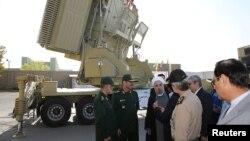 عکسی که تابستان سه سال پیش از حضور آقای روحانی در مراسم رونمایی باور ۳۷۳ منتشر شده بود