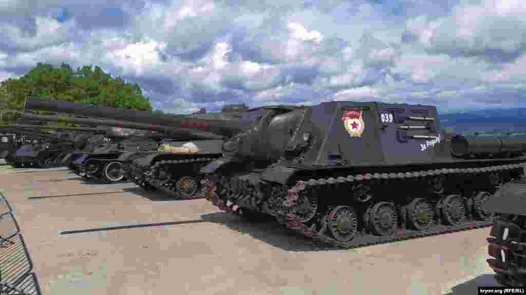 Специалисты Черноморского флота восстановили танки и САУ времен Второй мировой войны