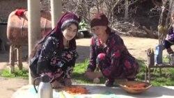 مادران تاجک به امید برگشت فرزندان شان نذر سمنک گرفته اند