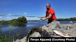 Рыбалка на Прыпяці. Фота: Пятро Аўдзееў