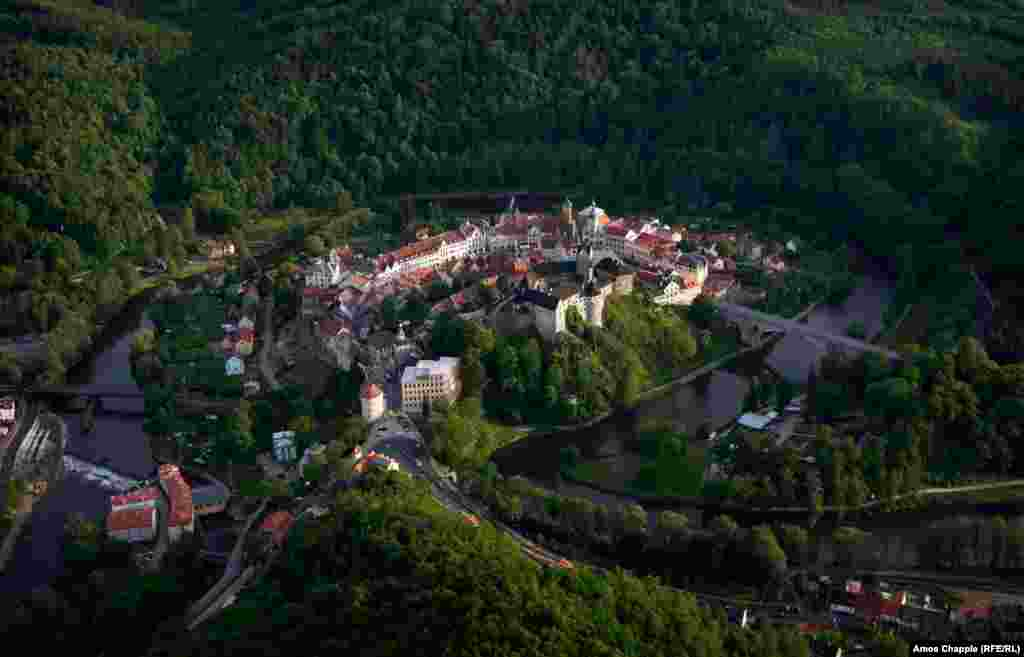 """Loket, Czech Republic. The town is named for the Czech word for """"elbow,"""" a reference to the river that surrounds it."""