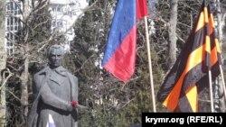 Мітинг в Ялті на підтримку Володимира Путіна біля пам'ятника Шевченко, 21 січня 2015 року