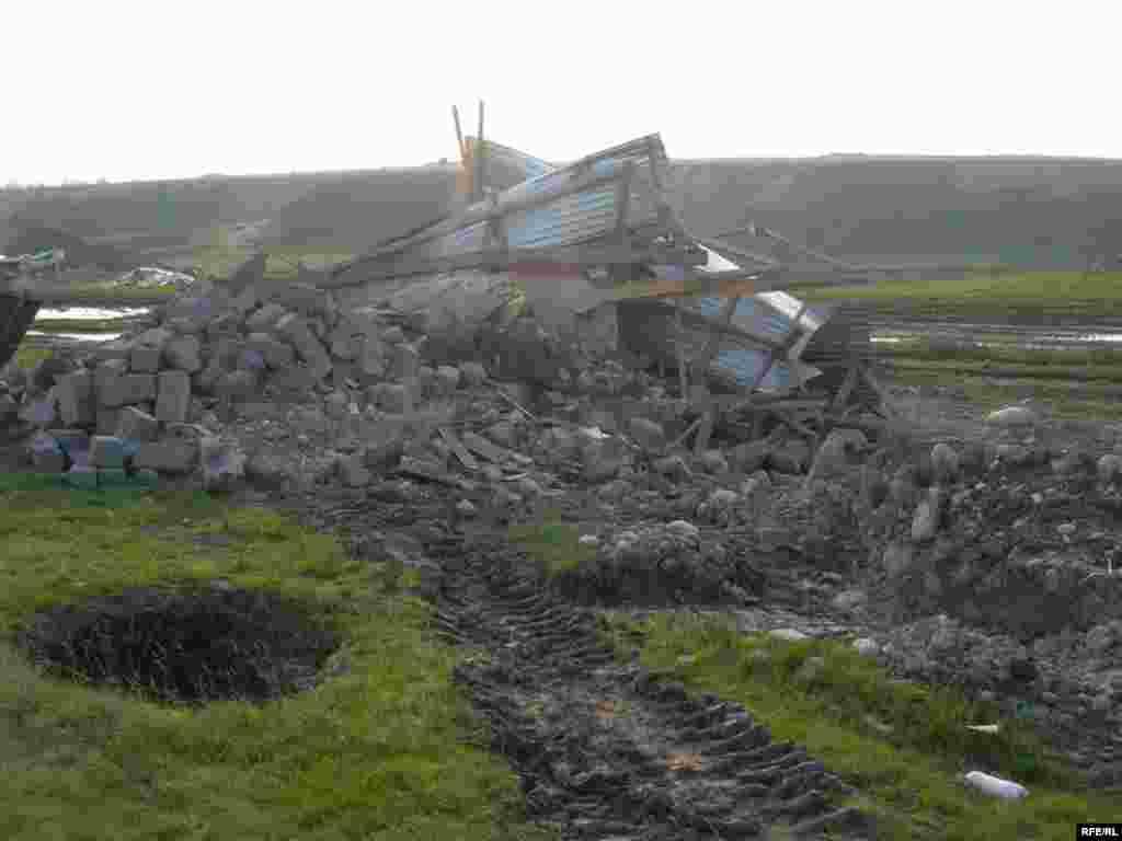 После сноса домов в поселении «Тойлысай» #6