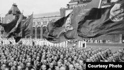 Снимки советской Москвы осуществляли видные советские фотографы