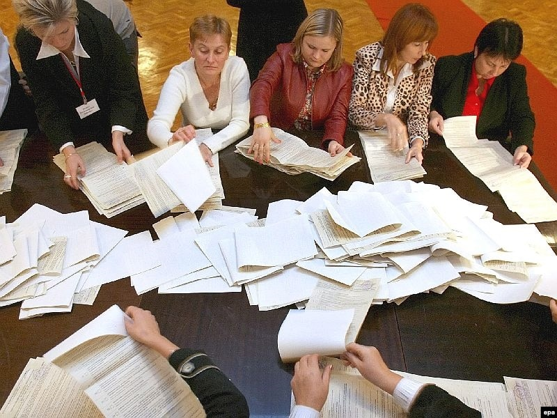 Вступило в силу постановление о назначении выборов Президента на 25 октября 2009 года.