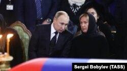 Елена Батурина и президент России Владимир Путин на похоронах Юрия Лужкова. 12 декабря 2019 года
