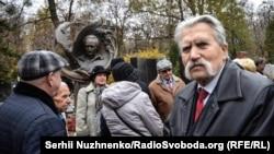 Левко Лук'яненко під час вшанування дисидентів з нагоди 40-річчя від заснування Гельсінської групи. Київ, 9 листопада 2016 року