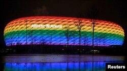 Мюнхенский стадион в радужных цветах