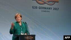 Канцлер Німеччини Анґела Меркель підбиває підсумки саміту G20, Гамбург, Німеччина, 8 липня 2017 року