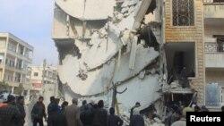 Адзін з дамоў у Ідлібе, разбураны ў выніку авіяўдараў, якія, па словах актывістаў, былі нанесеныя ВПС Расеі. Ідліб, 20 сьнежня 2015 году