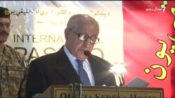 شربت ګله او ملاله یوسفزۍ مو پر وطن د تپلې جګړې بېلګې دي. محمد خان اڅکزی